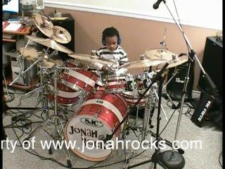 5ти летний негритенок - барабанщик